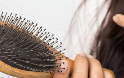 Comprendre le phénomène de la chute des cheveux